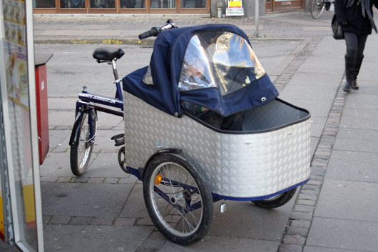 Cykel med lad og barn